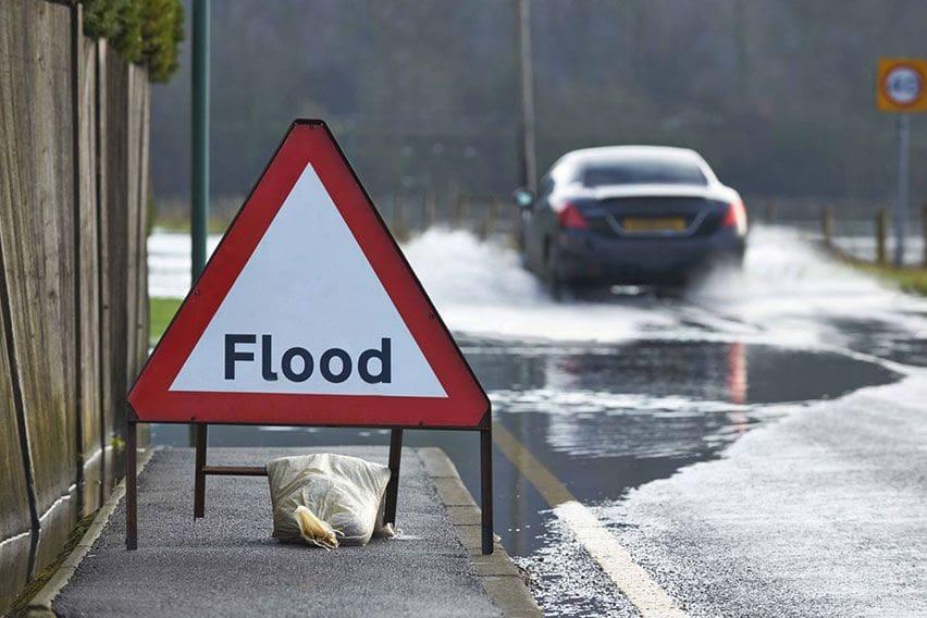5 Langkah Aman Berkendara Matic Saat Hadapi Banjir