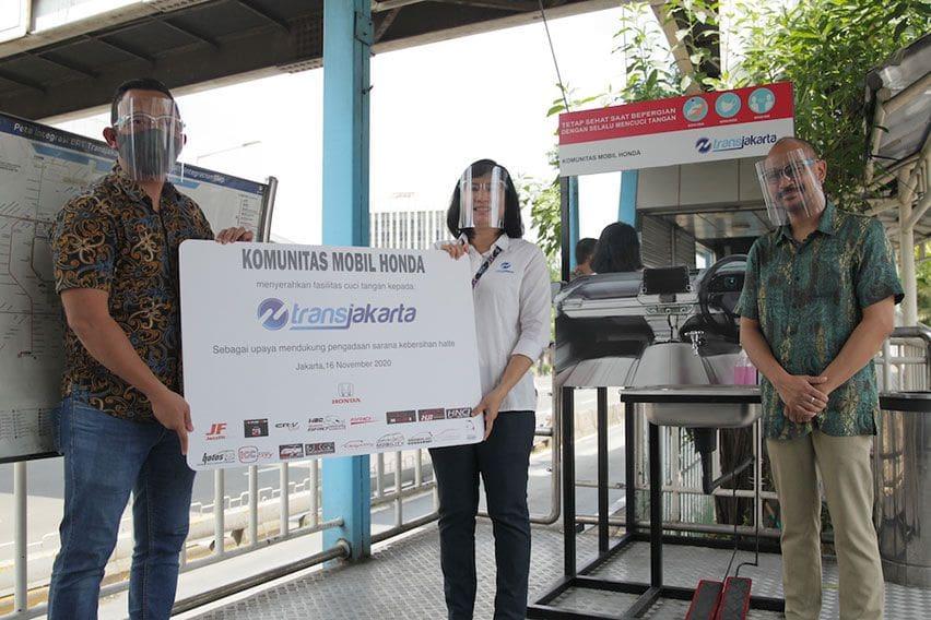 Komunitas Mobil Honda Sumbang Fasilitas Cuci Tangan di Halte TransJakarta