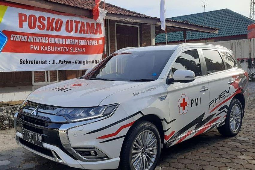 Mitsubishi Outlander PHEV Dukung PMI Bersiaga di Gunung Merapi