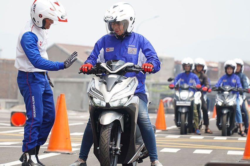 Perhatikan 4 Teknik Pengereman Sepeda Motor Pada Kecepatan Tinggi