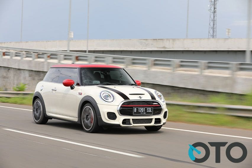 Road Test MINI JCW 3 Door 2020, Real Hot Hatch