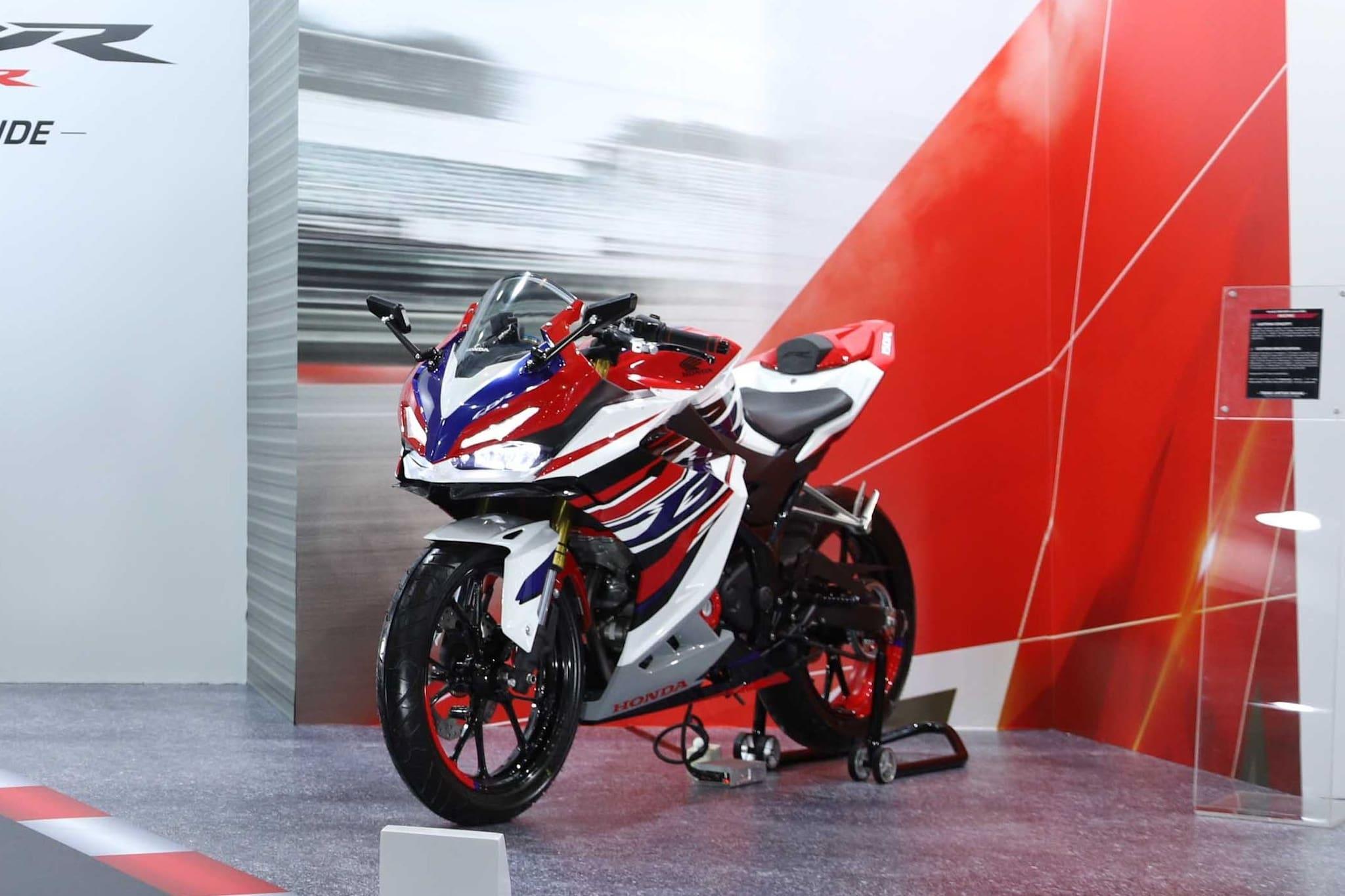 Dapat Perangkat Baru, Ini Perbandingan Honda All New CBR150R Vs Yamaha R15