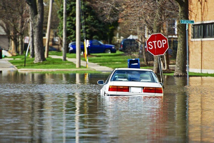 Mobil Terendam Banjir, Lakukan 6 Hal Ini Agar Klaim Asuransi Tetap Diterima