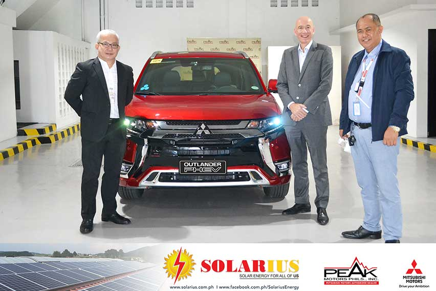 Solar energy will recharge this Mitsubishi Outlander PHEV