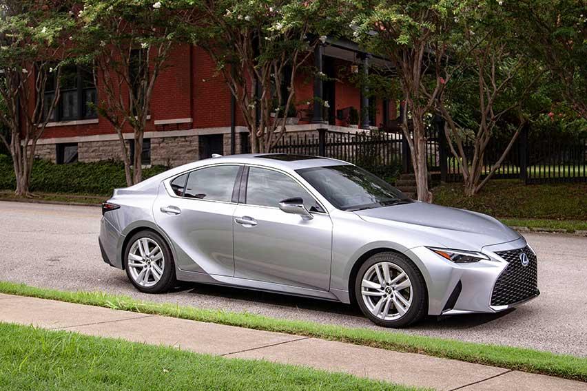 Lexus PH brings in new IS 300h hybrid sport sedan