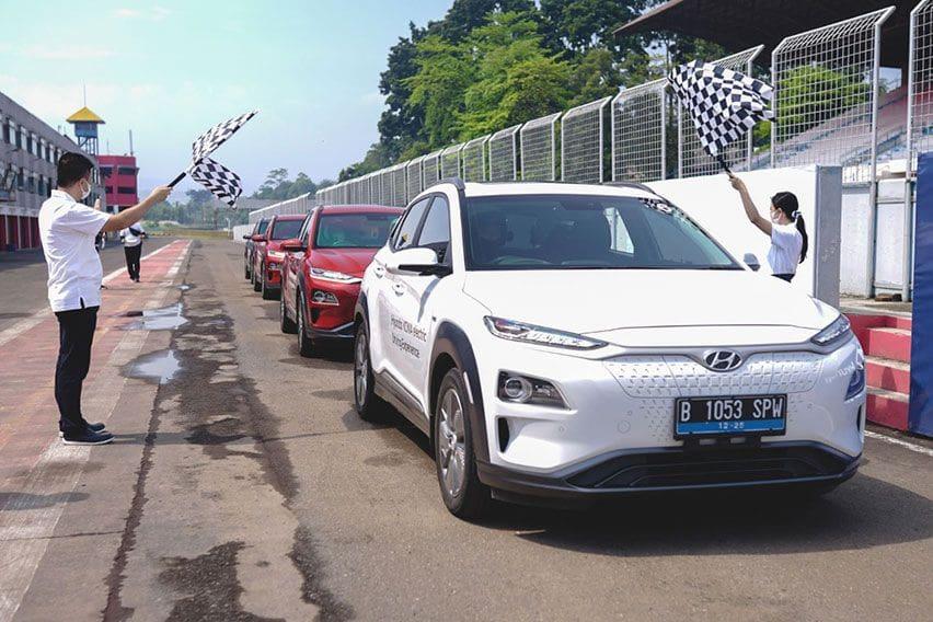 Hyundai Beri Kesempatan Konsumen Jajal Mobil Listrik Ioniq dan Kona