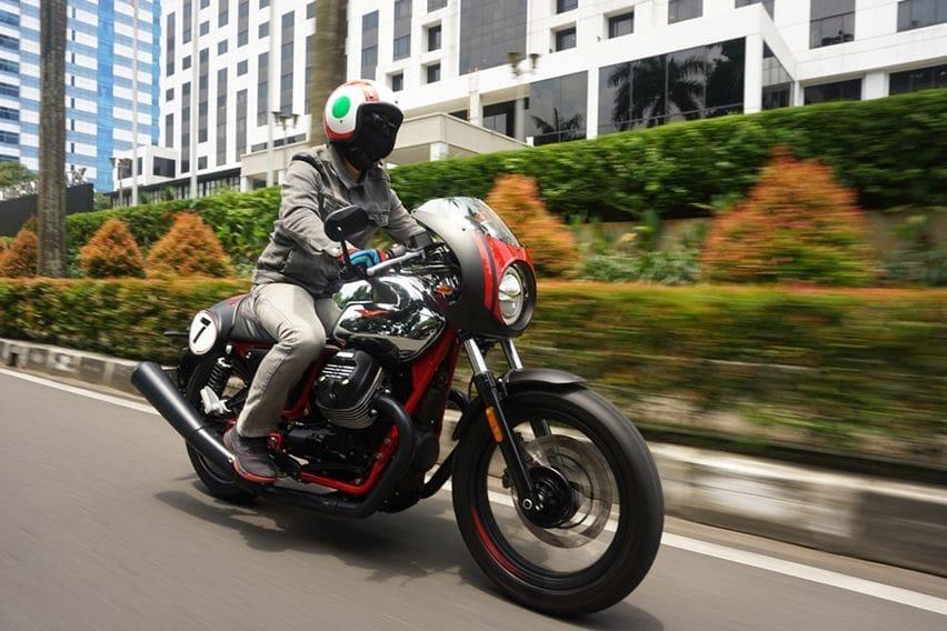 First Ride Moto Guzzi V7 III Racer 10th Anniversary: Sensasi Eksentrik dengan Gaya Klasik