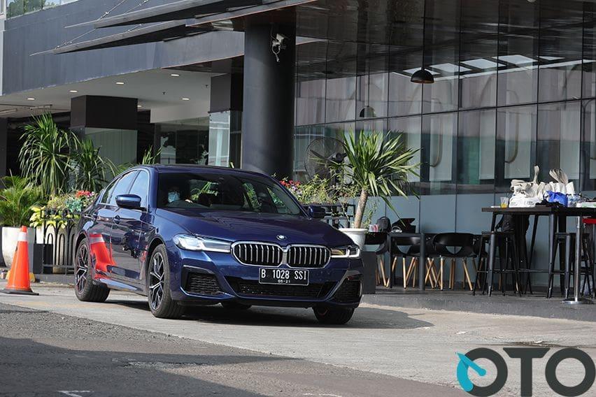 First Drive BMW 520i M Sport, Memiliki Jabatan Eksekutif Tak Melulu Harus Tampil Kaku