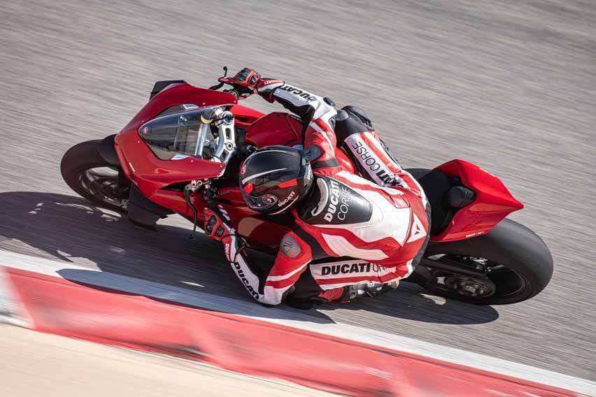 2021 Ducati Panigale V4 SP Is A Sleek Carbon Fiber Vision